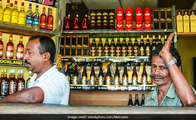 സംസ്ഥാനത്ത് മദ്യവില്പനയില് വന് റെക്കോര്ഡ്: ഒറ്റ ദിവസം കൊണ്ട് വിറ്റഴിച്ചത് 1.21 കോടിയുടെ മദ്യം