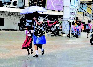 ചന്നംപ്പിന്നം മഴ: കോഴിക്കോട്, മലപ്പുറം ജില്ലകളിലെ വിദ്യാഭ്യാസ സ്ഥാപനങ്ങള്ക്ക് അവധി