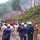 മണ്ണിടിച്ചില്: കൊല്ലം-തേനി ദേശീയപാതയില് ഗതാഗതം പൂര്ണമായും തടസപ്പെട്ടു