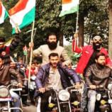 റിപ്പബ്ലിക് ദിനത്തിന് മുന്നോടിയായി കോളേജിൽ ദേശീയ പതാക പിടിച്ച് റാലി നടത്തിയ വിദ്യാർത്ഥികൾക്ക് സർവകലാശാലയുടെ ഷോകോസ് നോട്ടീസ്