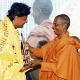 ശിവഗിരി മഠം ഡോ. ബോബി ചെമ്മണ്ണൂരിനെ ആദരിച്ചു
