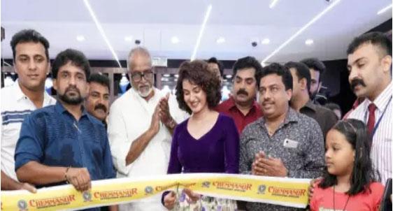 ചെമ്മണൂർ ഇന്റർനാഷണൽ ജ്വല്ലേഴ്സിന്റെ പേരാമ്പ്ര ഷോറൂം പ്രവർത്തനമാരംഭിച്ചു