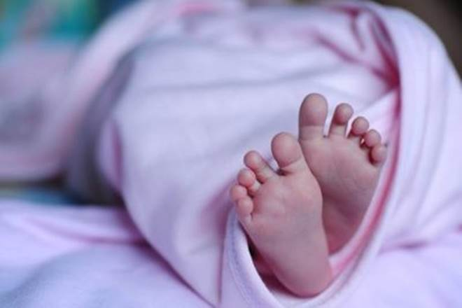 ആലുവയിൽ 3 വയസുകാരന് ഗുരുതരമായി പരിക്കേറ്റ സംഭവത്തില് അച്ഛനും അമ്മയ്ക്കും എതിരെ വധശ്രമത്തിന് കേസ്
